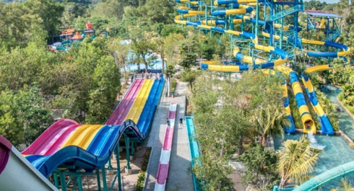 Escape theme park_0